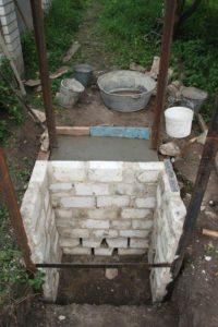 Как сделать фундамент под туалет на даче своими руками