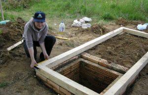 сделать фундамент под туалет на даче