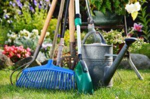 Какой садовый инвентарь нужен на даче