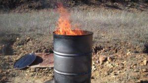 Можно ли на своем участке на даче сжигать мусор в бочке